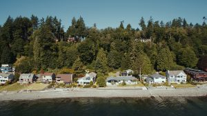 waterfront homes on bainbridge island
